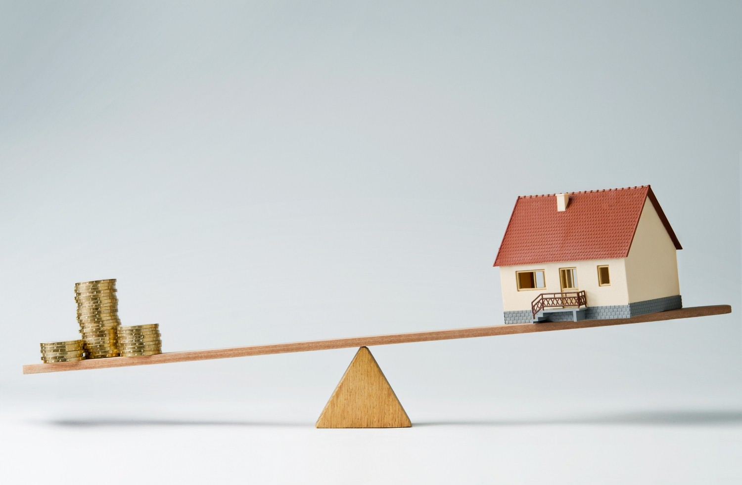 House prices 'unchanged' in March, new reports show [Photo: iStock/Pogonici]