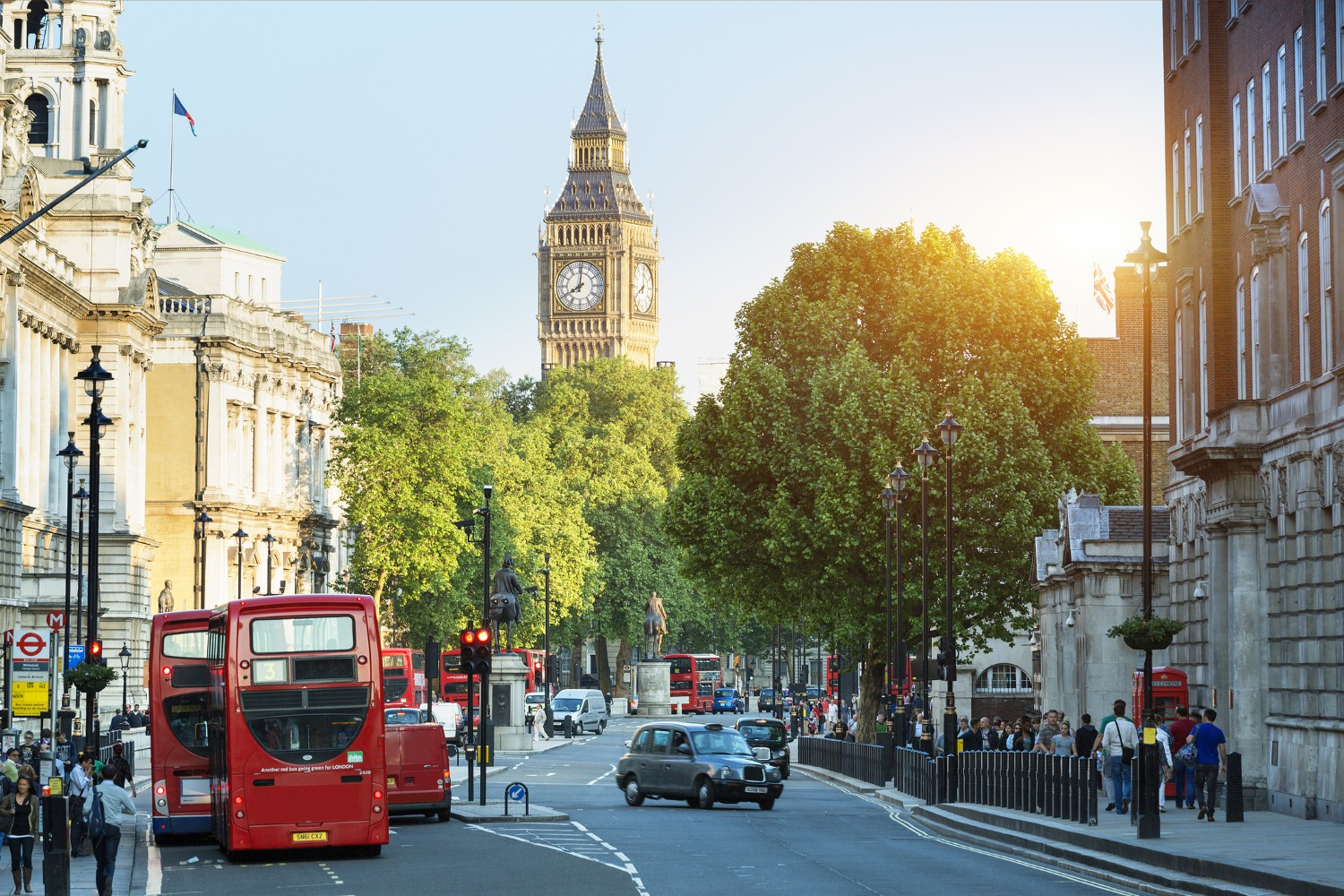 Falling London asking prices pull down the nationwide average [Photo: iStock/johnkellerman]
